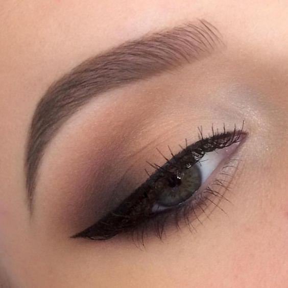 Maquiagem olho pequeno