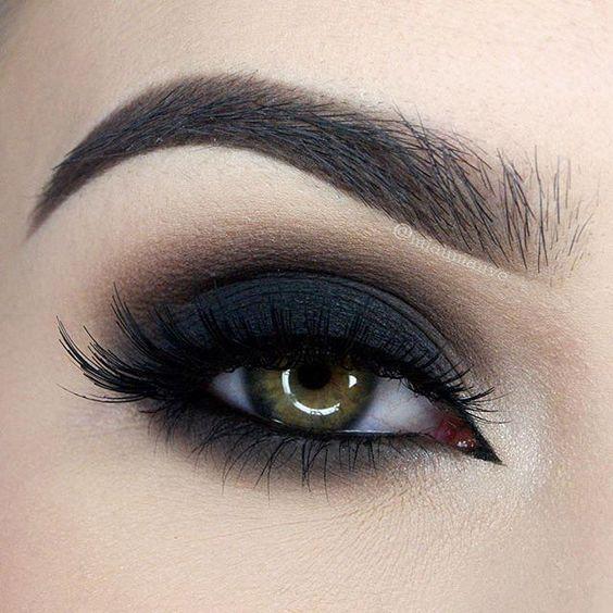 maquiagem com olho preto esfumado