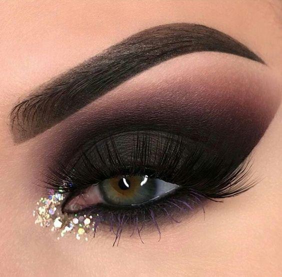 maquiagem com olho preto e dourado