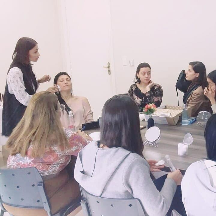 Curso de Auto Maquiagem em Grupo
